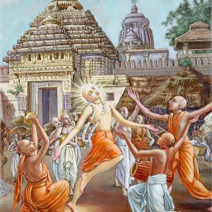 Lord Chaitanya and His followers are dancing in front the Puri temple.